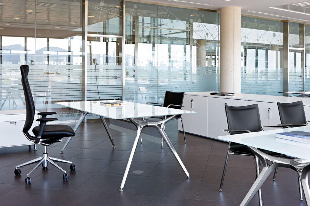 mesa de despacho de cristal